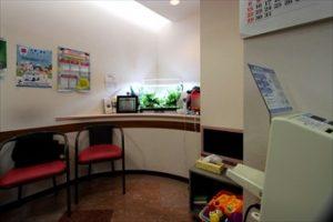 横浜市内 歯科医院様 待合室に華やかさを!